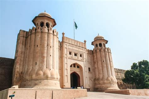 1 Day Trip to Badshahi Mosque, Walled City & Lahore Fort ...