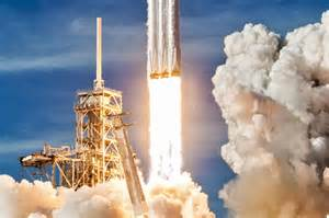 spacex wins  falcon heavy launch contract  rockets