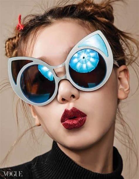 jenis jenis kacamata yang sesuai dengan bentuk wajah
