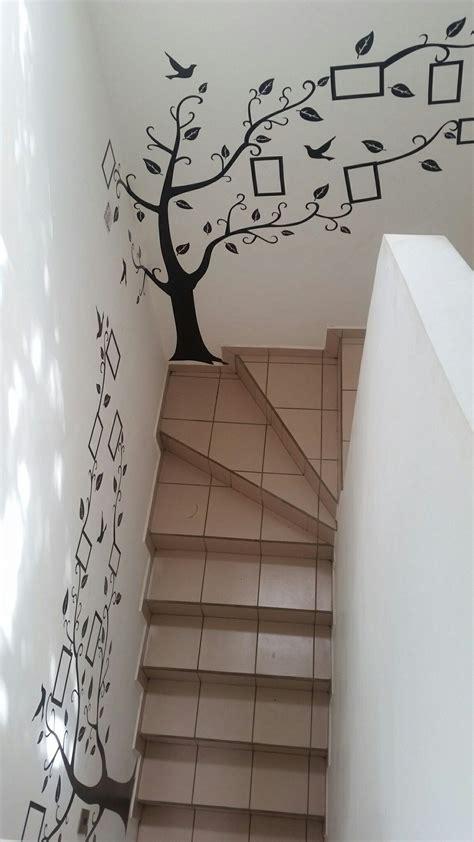 vinilos adhesivos en la pared de las gradas  anadir