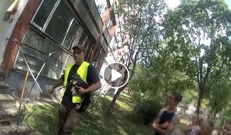 Aizkustinošs video: Vecmīlgrāvī izglābj pamestā veikalā ...