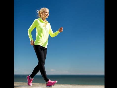 brisk walking benefits health walk boldsky wellness