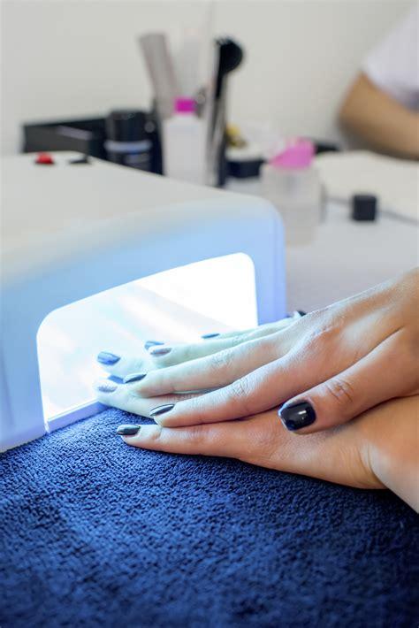 Лампа для маникюра настольная Уф Led как пользоваться какая лучше для сушки ногтей как работает вред как выбрать и чем можно заменить