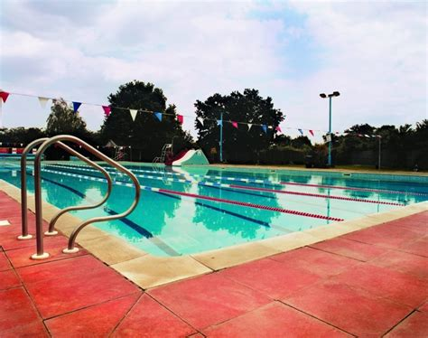 photos of swimming pools lidos and outdoor swimming pools in london swimming in london in summer 2017 time out things