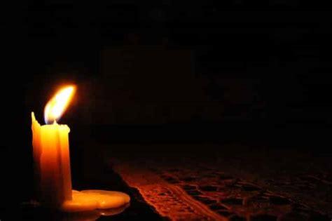 Kerzenwachs Auf Holztisch by Kerzenwachs Entfernen So Gelingt Es Schnell Und Sicher