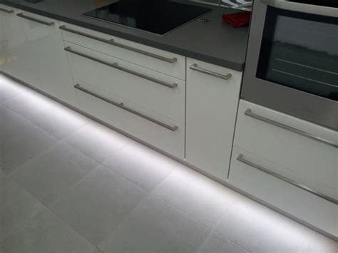 led plinthe cuisine eclairage led complet d 39 une cuisine led 39 s go