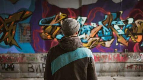 graffiti art  improve  street photography