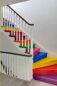 Holztreppe Streichen Welche Farbe : holztreppe streichen farbig und kreativ ~ Michelbontemps.com Haus und Dekorationen