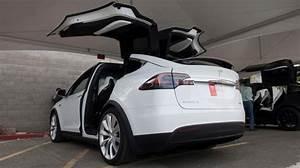 Tesla 4x4 Prix : tesla a d voil son tr s attendu 4x4 lectrique photos et vid o rtl info ~ Gottalentnigeria.com Avis de Voitures
