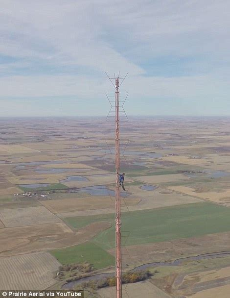 The vertigo-inducing moment a daredevil climbs 1,500 feet ...