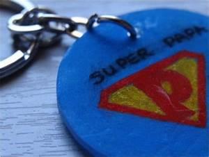Porte Clé Super Papa : badges magnets et porte cl s le plastique dingue fait de l 39 effet classe pinterest ~ Melissatoandfro.com Idées de Décoration