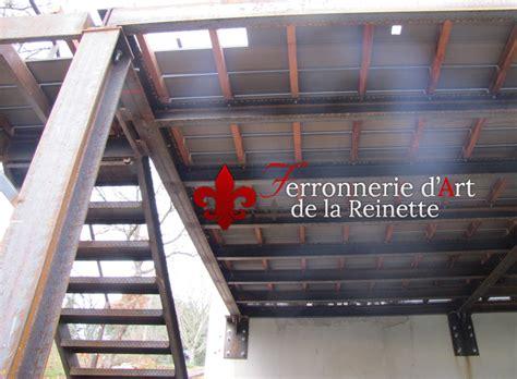 cuisine bois et inox terrasse sur pilotis structure metal à hyères ferronnier