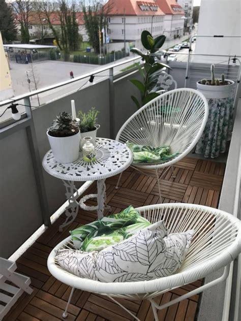 Möbel Und Deko by Gem 252 Tliche Sitzecke Auf Dem Balkon Wei 223 E Balkon M 246 Bel Und