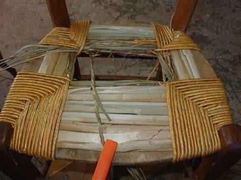 rempailler une chaise avec du tissu album rempaillage classique en paille recouverte a la