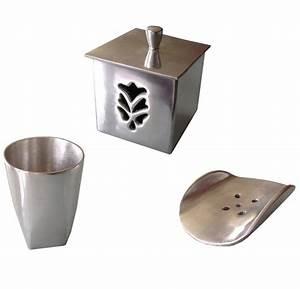 Accessoire salle de bain rouge accessoires colors dans for Salle de bain design avec golf décoration et accessoires