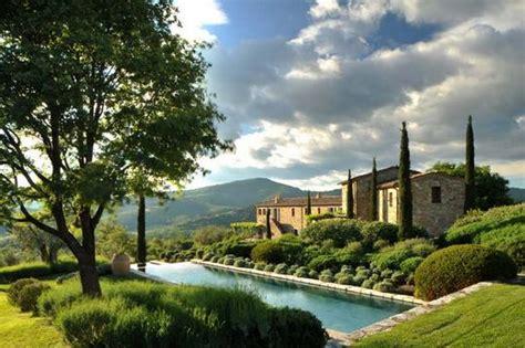 Col Delle Noci Italian Villa by B 225 Jos Rusztikus Mediterr 225 N Villa Olajf 225 K 233 S