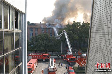 湖南长沙中南大学理学楼起火 现场浓烟滚滚(高清组图) - 新闻 - 国际在线