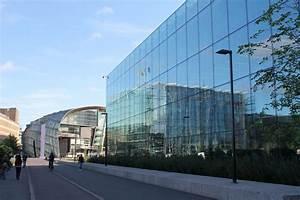 Buildings in Helsinki : Glass Reflections   H for Helsinki