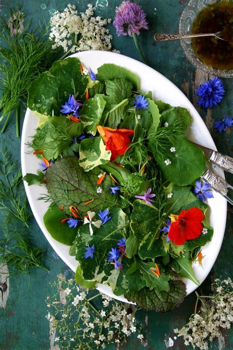 recept salade van eetbare bloemen en kruiden mooi wat