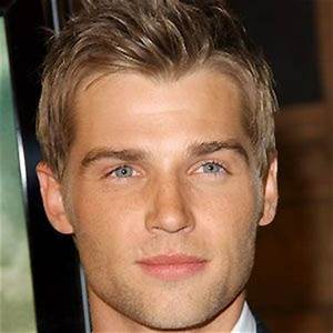 Mike Vogel - Bio, Facts, Family | Famous Birthdays