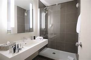Salle De Bain Etroite : salle de bain salle de bain bathroom bathroom renos et bathroom inspiration ~ Melissatoandfro.com Idées de Décoration