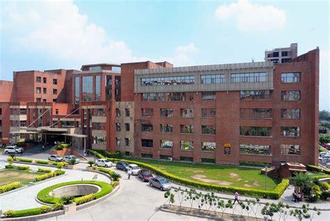 Amity University, Noida Full Details, Admission, Address