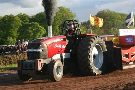 Scotlands Tractor Pulling Page's 2018
