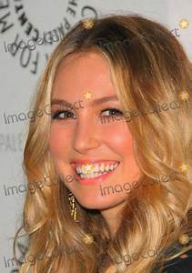 Sarah Carter Pictures and Photos
