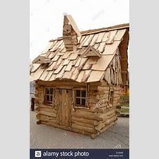 Kleines Holzhaus Stockfoto, Bild 80064384 Alamy