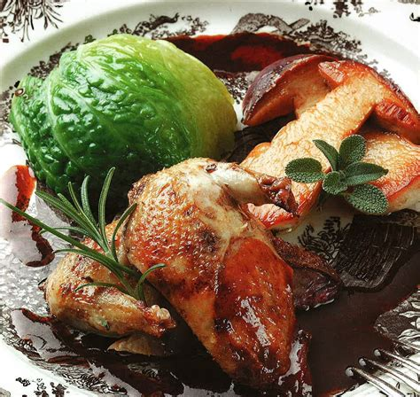 cuisiner le sanglier au four la recette du jeudi perdreaux rôtis au four chou farci
