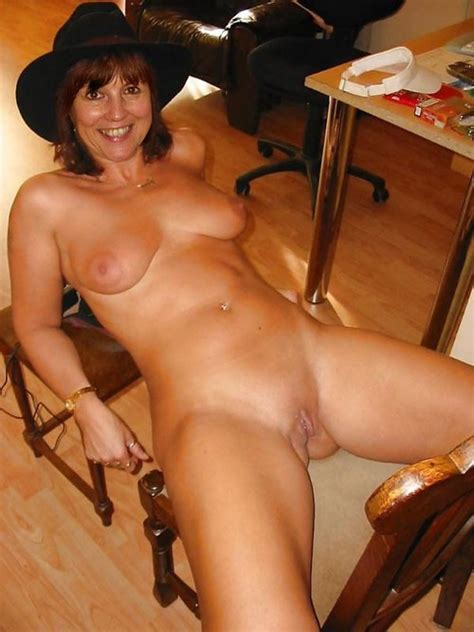 amateur milf mature posing naked big size picture 1