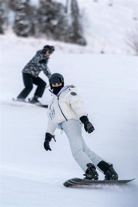 Kendall Jenner hits the slopes with Fai Khadra and her mom ...