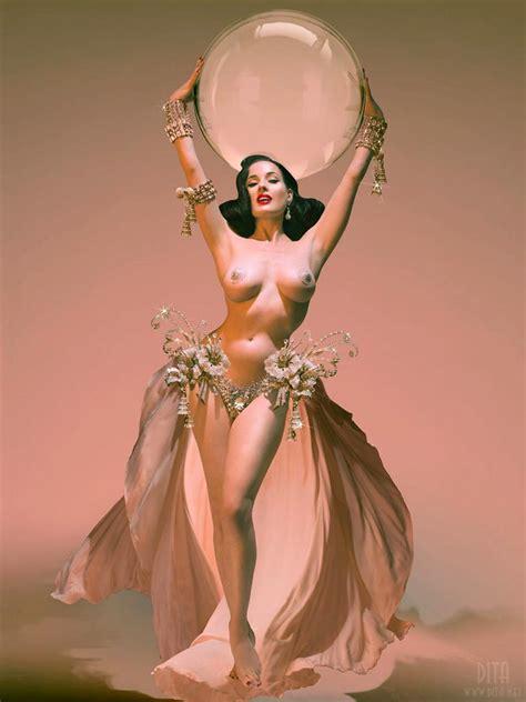 Burlesque Goddess Dita Von Teese Nude Topless Sexy Pics Scandal