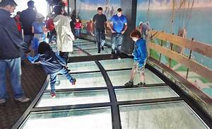 Cn tower canada walk on the glass with a height of 341 for How many floors in the cn tower
