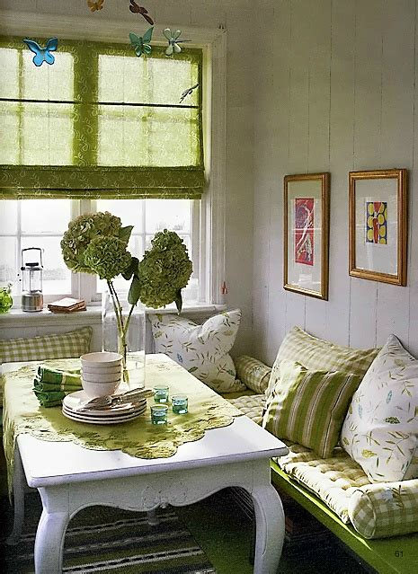 Ideas For Small Dining Rooms by 10 Tips For Small Dining Rooms 28 Pics Decoholic