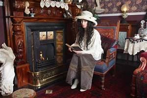 Victorian-era fan Julia Wood spends £10,000 transforming
