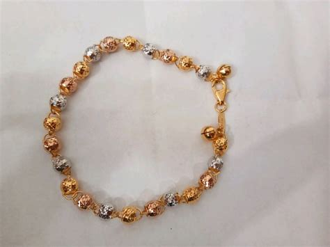 Sebagai perhiasan, emas dapat dibagi menjadi emas putih (white gold), emas kuning (yellow gold) dan emas pink atau emas merah muda (rose gold). Jual Gelang model merica kombinasi warna putih kuning dan ...