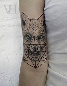 Tatouage Loup Geometrique : tatouage t te de jeune loup avec forme g om trique inkage ~ Melissatoandfro.com Idées de Décoration