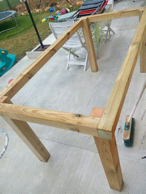 fabriquer une table de diy table de jardin un toit pour la vie