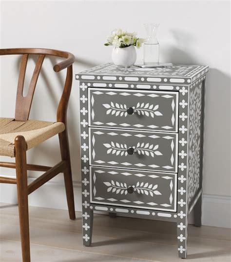 repeindre une chaise en bois affordable quelle peinture utiliser pour repeindre en clair des