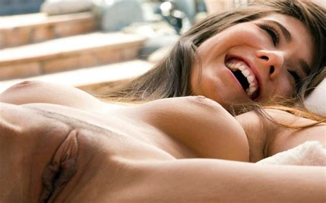 Spread Brunette With Great Smile And Lips Emsesq
