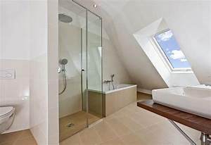 Behindertengerechte Badezimmer Beispiele : przestronna azienka na poddaszu ~ Eleganceandgraceweddings.com Haus und Dekorationen