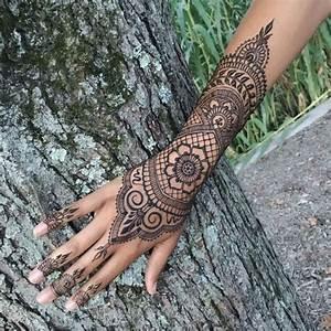 Tatouage Sur Doigt : tatouage doigt femme mandala ~ Melissatoandfro.com Idées de Décoration