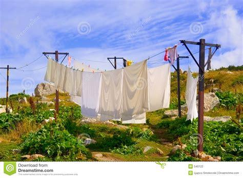 s arr 234 ter de lavage sur une corde 224 linge 224 l ext 233 rieur photographie stock image 540122