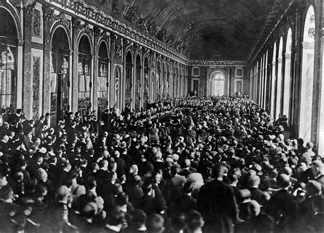 Filedignitaries Gathering In The Hall Of Mirrors At The