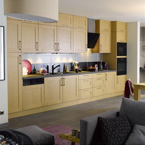 deco cuisine bois clair davaus decoration cuisine chene clair avec des