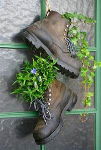 31 shoe and boot planter ideas photos for Katzennetz balkon mit garden boots