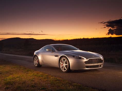 Aston Martin Vantage Wallpapers by Aston Martin Vantage Wallpaper 2 1024 X 768 Carwalls