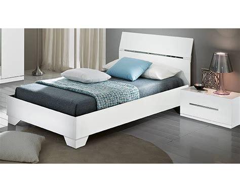 lit blanc laque