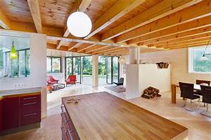Haus Mit Holz : kleines holzhaus mit walmdach moderne einfamilienh user ~ Frokenaadalensverden.com Haus und Dekorationen